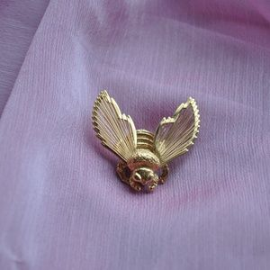 VINTAGE MONET SIGNED BEE PIN 🐝 !!